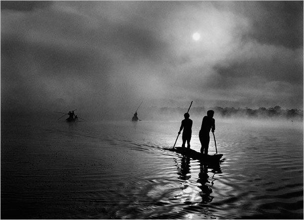 Salgado_fishermen-in-mato-grosso-brazil-2005